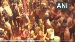 Covid-19 In India: भाभियों ने फाड़ डाले देवर के कपड़े और मारे कोड़े, कहां भागा कोरोना? देखें VIDEO