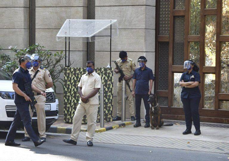 Bomb Scare Near Mukesh Ambani's House: Home Ministry Hands Over Probe to NIA
