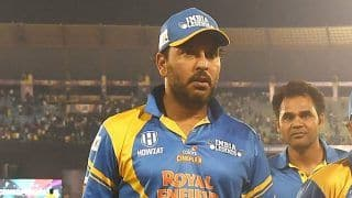 Road Safety World Series: 'Broken Bahubali' Yuvraj Singh Given Guard of Honour | Watch Video