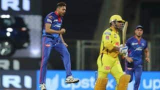 IPL 2021: Virender Sehwag Takes a Cheeky Jibe at Out-of-Form MS Dhoni After Delhi Beat Chennai