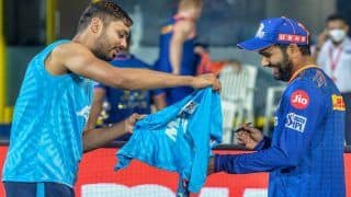 Rohit Sharma's Heartwarming Gesture Towards Fanboy Avesh Khan After Delhi Capitals Beat Mumbai Indians in IPL 2021 Goes Viral