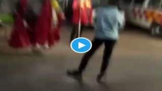 Viral Dance Video In PPE Kit: कोरोना शवों को एंबुलेंस से पहुंचाता है श्मशान, सामने से निकली बारात तो करने लगा डांस