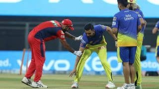 IPL 2021, Punjab Kings vs Chennai Super Kings: मैच के बाद Mohammed Shami के पैर छूने लगे Deepak Chahar, तस्वीर ने जीता फैंस का दिल