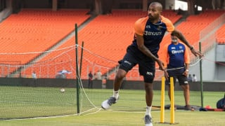 Hardik pandya knows that he is one of the best batsman and that has made him comfortable with his bowling shane bond 4555168