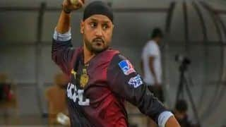 IPL 2021, SRH vs KKR: 699 दिन बाद क्रिकेट मैदान पर उतरे Harbhajan Singh, तीसरी IPL टीम के लिए डेब्यू