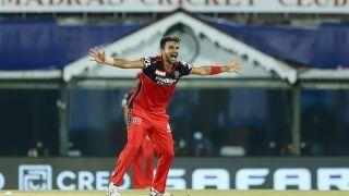 IPL 2021, Mumbai Indians vs Royal Challengers Bangalore, 1st Match: हैट्रिक से चूके Harshal Patel, महज इतने रन देकर झटके 5 विकेट