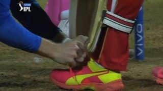 Jos Buttler Tying Devdutt Padikkal's Shoe Laces During RCB-RR IPL 2021 Game Epitomises Spirit of Cricket | WATCH VIDEO
