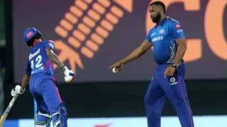 Kieron Pollard Almost Does a Ravichandran Ashwin, Gives Mankad Warning to Delhi Capitals Shikhar Dhawan During IPL Game | WATCH VIDEO