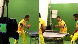 CSK Skipper MS Dhoni Enjoys TT Session With His Super Kings Ahead of Their IPL 2021 Opener at Wankhede | WATCH VIDEO
