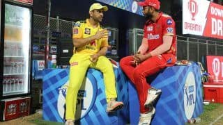 MS Dhoni Passing Tips to Shahrukh Khan After Chennai Beat Punjab in IPL 2021 is Breaking The Internet | SEE POST