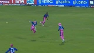 Sanju Samson Takes a Brilliant One-Handed Catch to Send Shikhar Dhawan Packing During RR vs DC IPL 2021 Game | WATCH VIDEO