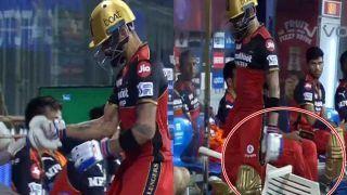 IPL 2021, Sunrisers Hyderabad vs Royal Challengers Bangalore: गुस्साए Virat Kohli ने कुर्सी पर मारा बल्ला, आचार संहिता के उल्लंघन पर फटकार