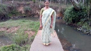 Walking Librarian: This 64-Yr-Old Kerala Woman Walks 4 km Everyday For Doorstep Delivery of Books