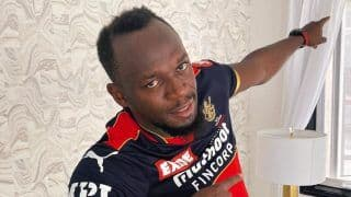 IPL 2021: Usain Bolt Dons New RCB Jersey Ahead of Season Opener; AB de Villiers Reacts