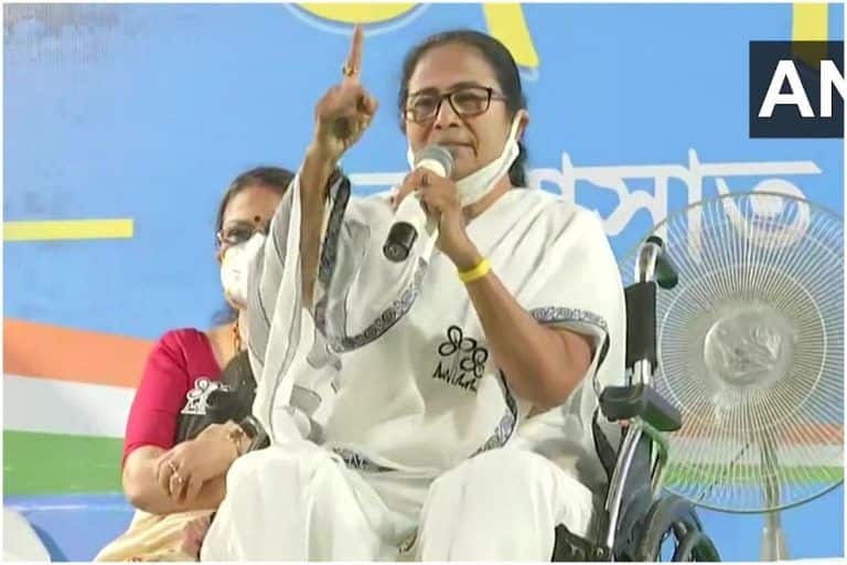 BJP Leaders From Outside Campaigning in Bengal Responsible For COVID-19 Surge: Mamata Banerjee