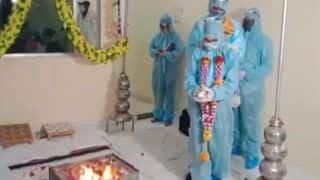 Viral Video: Couple in Ratlam Take 'Saat Pheras' Wearing PPE Kit After Groom Tests Covid Positive | Watch