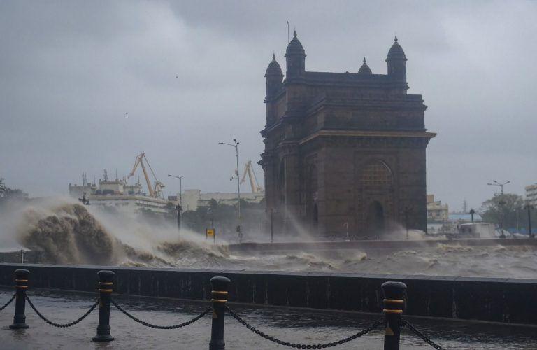 Video   Mumbai's Juhu Beach Remains Deserted As Cyclone Tauktae Wreaks Havoc In Mumbai