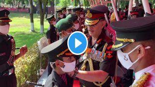 Video: पुलवामा हमले में शहीद मेजर की पत्नी ने पहनी आर्मी की वर्दी, लेफ्टिनेंट जनरल ने कंधों पर लगाए स्टार