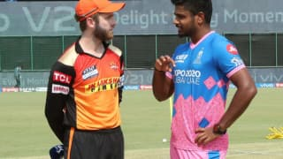 IPL 2021, RR vs SRH: सनराइजर्स हैदराबाद ने टॉस जीतकर गेंदबाजी चुनी, प्लेइंग इलेवन से बाहर हुए डेविड वार्नर