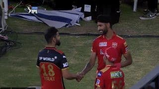 Virat Kohli's Gesture Towards Harpreet Brar After Punjab Kings Beat Royal Challengers Bangalore in IPL 2021 is Going Viral | WATCH VIDEO