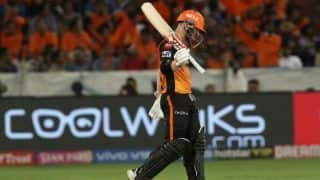 डेविड वार्नर को कप्तानी से हटाने के SRH के फैसले से हैंरान हुए पूर्व क्रिकेटर डेनियल विटोरी
