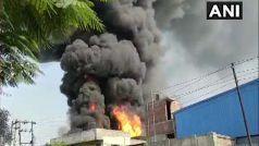 Fire In Ghaziabad Factory: गाजियाबाद की एक केमिकल फैक्ट्री में लगी भीषण आग, लगातार हो रहे धमाके