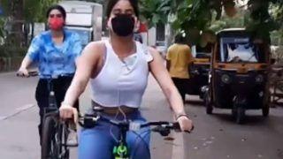Janhvi Kapoor ने ब्रा में मोबाइल फंसाकर चलाई साइकिल, Video देखकर फैंस ने किए जबरदस्त कमेंट्स