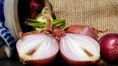 Onion Peel Benefits: प्याज के साथ ही करें इसके छिलकों का भी इस्तेमाल, भूलकर भी ना फेंके बेकार समझकर