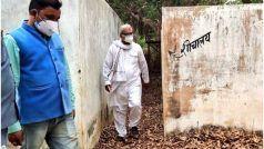 BJP MP ने हाथ से साफ की कोविड केयर सेंटर की बाथरूम शीट, वायरल हो रहा वीडियो