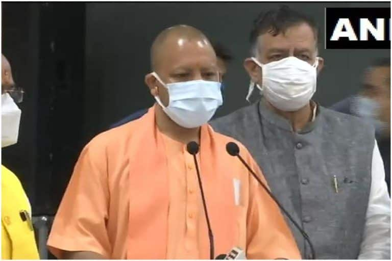 'No Vaccine, No Salary': THIS Uttar Pradesh District Cracks Whip on Govt Employees