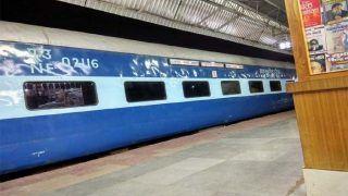 MP News: 110 km की स्पीड से धड़-धड़ाकर गुजरी पुष्पक एक्सप्रेस, भर-भराकर गिर गई Railway Station की बिल्डिंग, जानिए