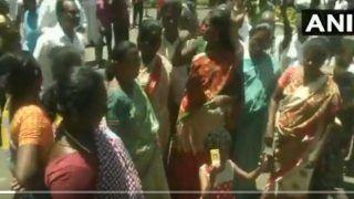 TamilNadu Elections 2021: तमिलनाडु में DMK की बढ़त से जोश में कार्यकर्ता, बीच सड़क पर झूम रहे, देखें VIDEO