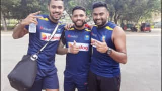 इंग्लैंड के खिलाफ शर्मनाक हार के बाद फैंस ने किया श्रीलंकाई क्रिकेटरों का बहिष्कार; सोशल मीडिया पर अनफॉलो करने का अभियान शुरू