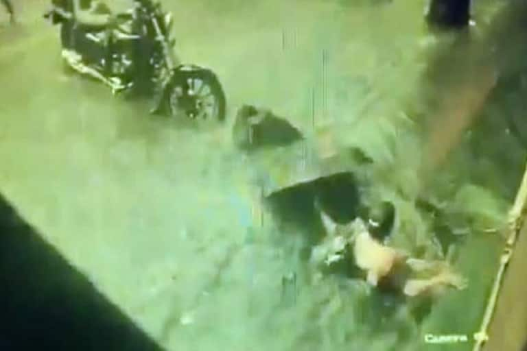 Mumbai Rains: Narrow Escape For 2 Women as They Fall Into Open Manhole; Video Goes Viral   Watch