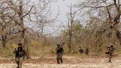 Chhattisgarh: बस्तर में एनकाउंटर में महिला नक्सली ढेर, AK-47 समेत कई हथियार बरामद