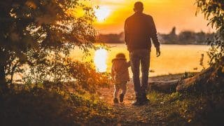 Father's Day 2021: Best Wishes, WhatsApp Status, Quotes, Images And Greetings to Share With Your Dad