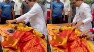 Video: Raj Thackeray Gets Emotional While Giving Farewell To Dog James   WATCH