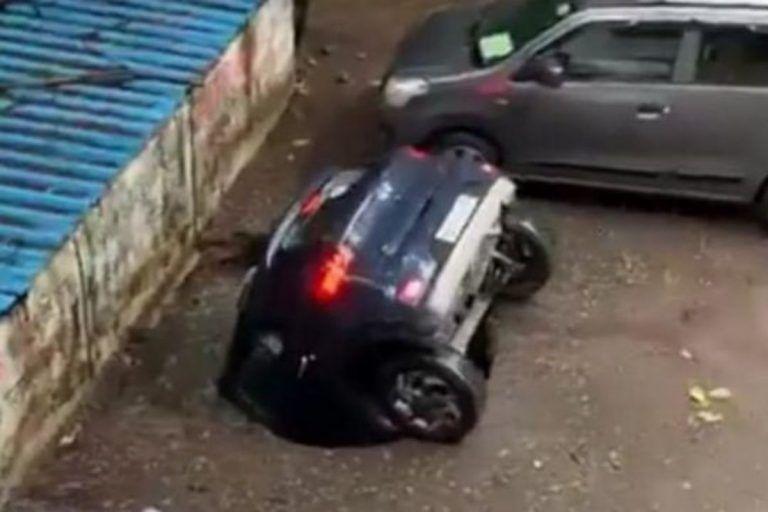 Viral Video : असं कसं झालं! बघता बघता कार पण्यात बुडाली; व्हिडिओ पाहून लोक हैराण