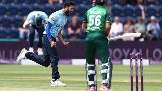 English Star Saqib Mahmood REACTS After Dismissing Babar Azam For a Duck