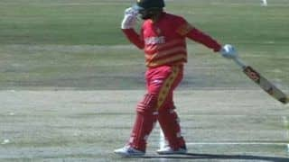Zimbabwe vs Bangladesh, 2nd ODI: स्टंप्स पर बल्ला मार बैठे Brendan Taylor, इस तरह गंवा दिया विकेट