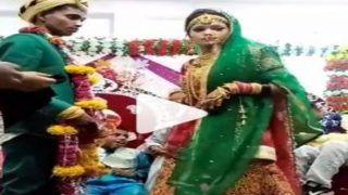 Ajab Jodi: दुल्हन के गले में फेंककर डाली वरमाला, बेमेल जोड़ी देखकर लोग बोले- चुसे हुए आम की अकड़ तो देखो | Video Viral