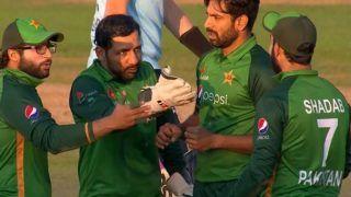 England vs Pakistan, 3rd ODI: शादाब खान ने लपका जबरदस्त कैच, शाबाशी के बजाय Sarfaraz Ahmed ने लगा दी फटकार