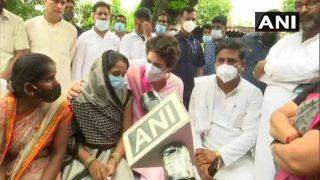 UP: प्रियंका गांधी मिलीं सपा महिला नेता से , ब्लाक प्रमुख चुनाव के दौरान इनके साथ हुआ था दुर्व्यवहार