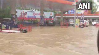 Delhi Weather Update: दिल्ली में आज सुबह हुई मॉनसून की झमाझम बारिश, गर्मी से मिली राहत, पानी बनी आफत, देखें VIDEO