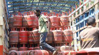 LPG Price Hike: आम आदमी की जेब पर महंगाई की एक और मार, आज से 25 रुपये महंगा हुआ रसोई गैस सिलिंडर