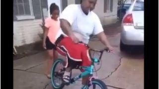 Cycle Ki Sawari: बच्चों की साइकिल चला रहा था शख्स, बैठते ही हुआ ये हाल, लोग बोले- 'जैसा सोचा था वैसा हुआ'