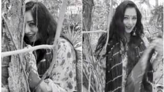Rupali Ganguly Aka Anupamaa Dances to 'Bahon Mein Chale Aao' in Monochrome Video -Watch