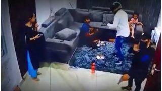 Delhi News: बिजली कर्मचारी बनकर घर में घुसे लुटेरे, बंदूक की नोक पर लूटे लाखों रुपए और गहने | Video Viral