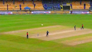 Sri Lanka vs India, 1st ODI: आसमान से सीधे बल्लेबाज के पास गिरी ऐसी चीज, रोकना पड़ गया मैच