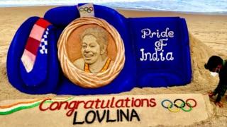 Sand Artist Sudarsan Pattnaik Makes Giant Boxing Gloves to Wish Lovlina Borgohain on Olympic Bronze